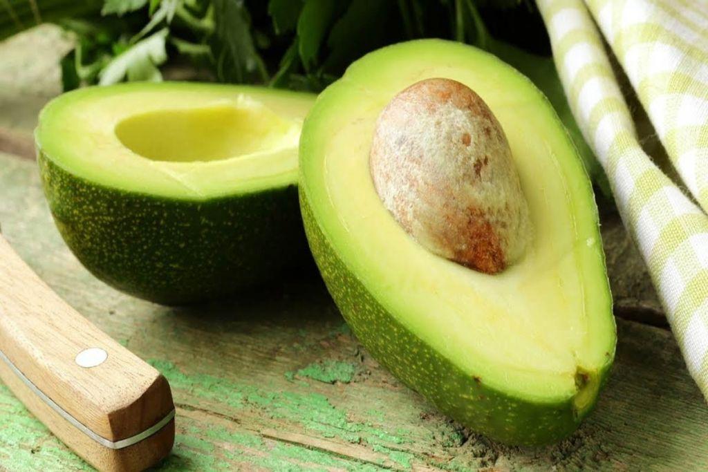 Особые ценители авокадо кушают его ложкой! И это действительно очень вкусно! Попробуйте!